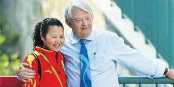中国首位女子射击冠军离婚后嫁给大她10岁的老外教练遭网友非议