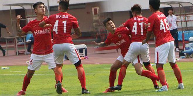 中国足球再闹天大笑话!斗殴现象何时能止?