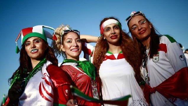 伊朗首次允许女性进场看球