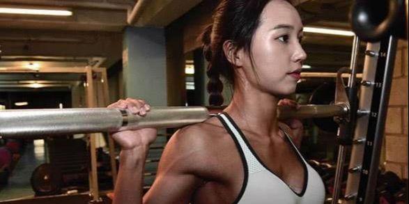 健身女神体重140斤,脸蛋独具东方美,身材形似卡戴珊!
