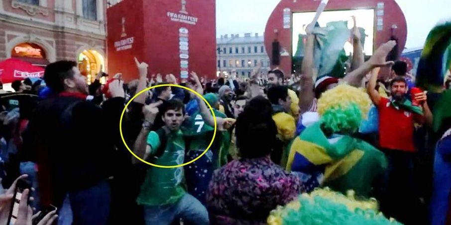 巴西球迷竖中指嘲讽 遭阿根廷女球迷暴揍