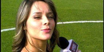 男记者直播遭美女强吻 美女记者惨遭袭胸