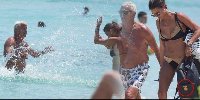 风度不减!70岁里皮与美女海边戏水