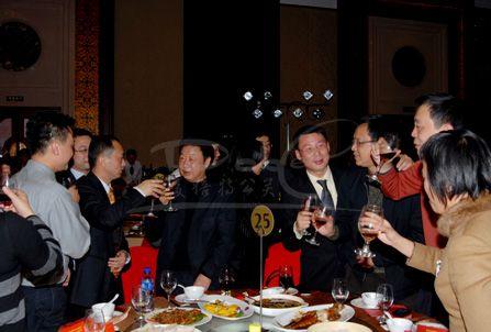 国乒酒桌文化:刘国梁无敌,一女将干倒一桌子日本人