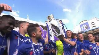 切尔西加冕英超冠军 队长特里捧起奖杯众将兴奋难掩