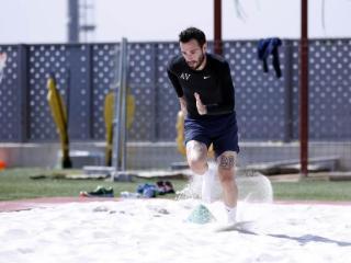 恢复顺利,A-比达尔已能在沙地上训练
