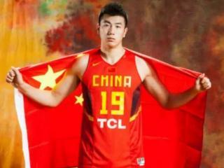 邹雨宸报名参加2017年NBA选秀