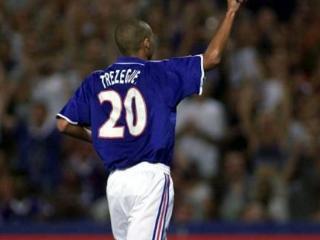 17年后法国队再现帽子戏法,吉鲁致敬特雷泽盖