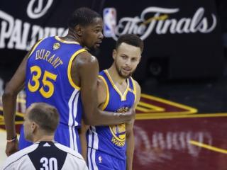 "NBA总决赛裁判""搞事情"" 没经验招骂""耻辱之夜"""