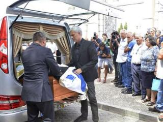 逝者安息,穆里尼奥携家人出席父亲葬礼