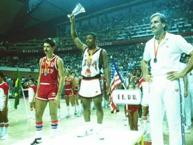 他是NBA最矮的球员,却带领美国获得金牌库里都膜拜