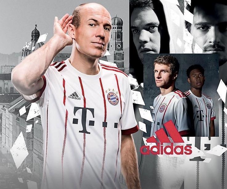 拜仁公布新赛季欧冠球衣:红白搭配图片