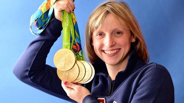 泳坛女神战胜自由泳女皇夺冠 终让其奖牌变银色