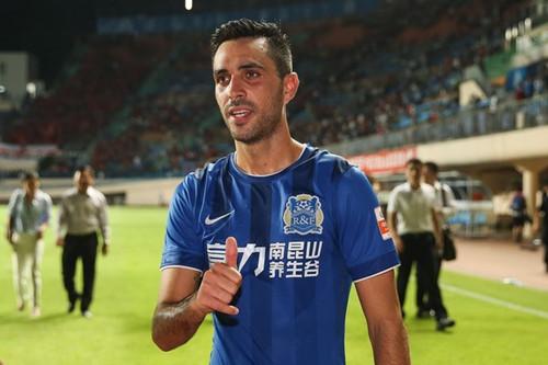 扎哈维:希望把名字写进中国足球史 加盟巴萨纯属笑话