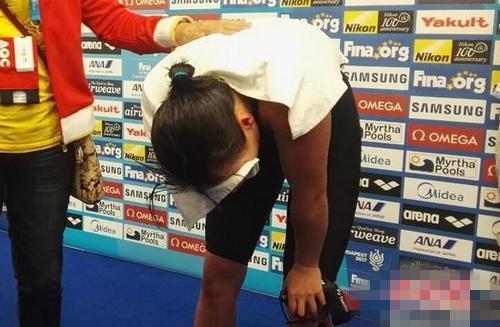 傅园慧宅50米仰泳银牌痛哭不已 与冠军只0.01秒之差
