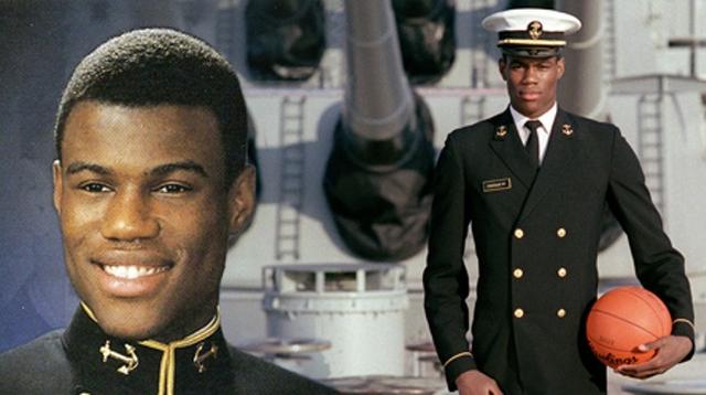 当过兵的9名NBA球员:1人被称为海军上将,1人险成美国总统