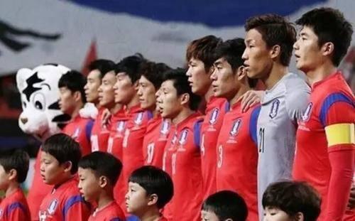 国足赢球韩媒怒斥韩国男足不争气 韩球迷:韩国靠中国才活