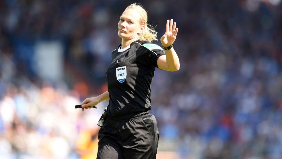 位女裁判 比比安娜将执法柏林赫塔对阵不莱梅图片