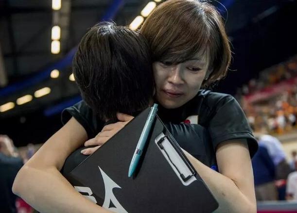 女排大冠军杯日本输中国女排后  日女排名帅哭肿眼