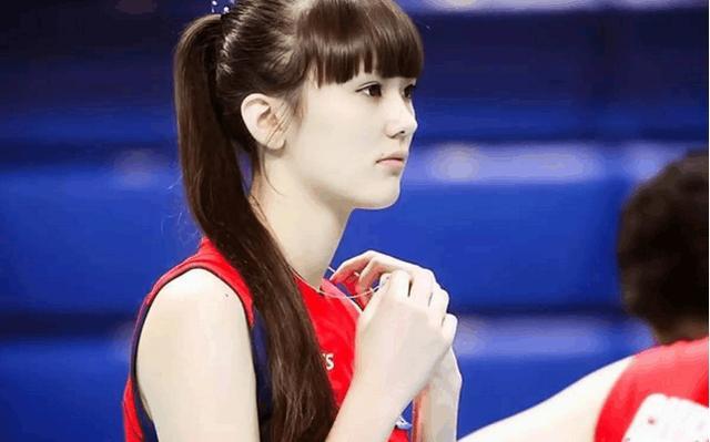 """""""排球第一美女""""被日本球迷黑 无法面对求救父母!"""