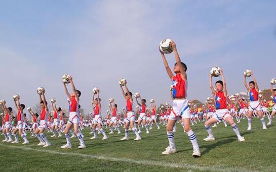 外媒指出中国儿童足球训练弊端:足球是用脚来