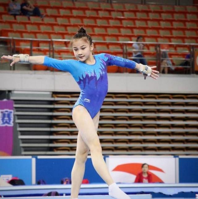 中国体操年仅14岁萌妹子走红!网友:元气满满甜美可爱似宋祖儿!