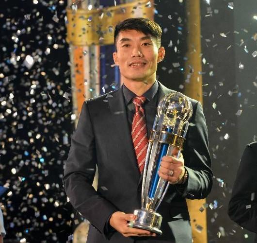 中国男足队长被多名外籍教练称赞 却反被球迷