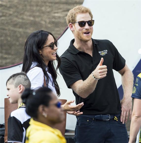 哈里王子带女友5星酒店开房看球赛 纳税人不满