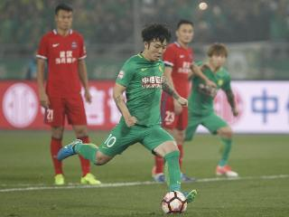 中国足球又火了!国足核心因踢不爽怒抽对手耳光