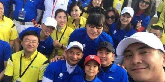 刘国梁7岁女儿打败16位奥运冠军夺冠!