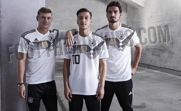 实锤!德国世界杯新队服球员照曝光 梦回1990_