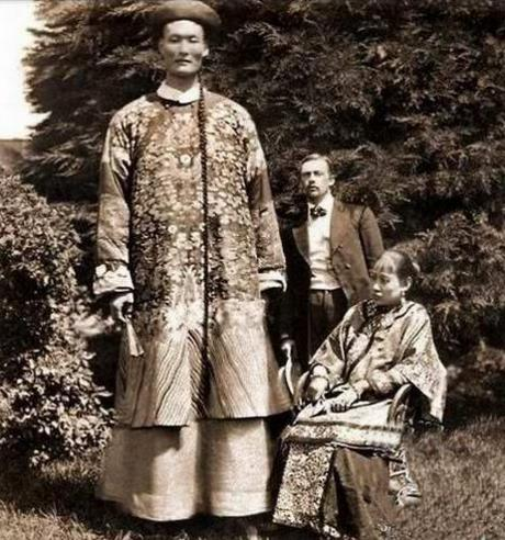 清朝曾有一位巨人 身高超篮筐 姚明看他估计也