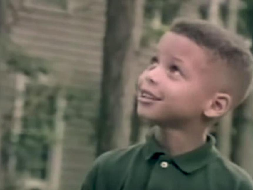 童年库里与父亲拍摄广告