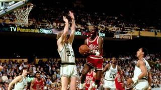 NBA季后赛之巅:乔丹狂轰历史最高63分