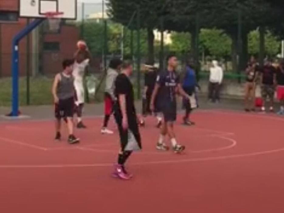 亚洲颜射视频_[乐视视频] 吴悠与叶天访巴黎篮球圣地 连续颜射戏对手
