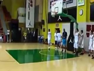 库里不敌小学生!NBA明星大战路人第一部