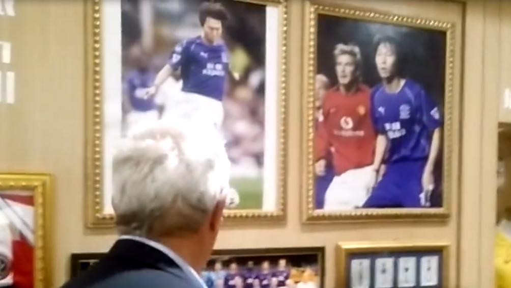 [乐视视频] 里皮参观李铁珍稀藏品 与小贝合影赫然在墙