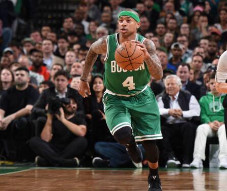 小托马斯:在篮板球方面需要全队努力