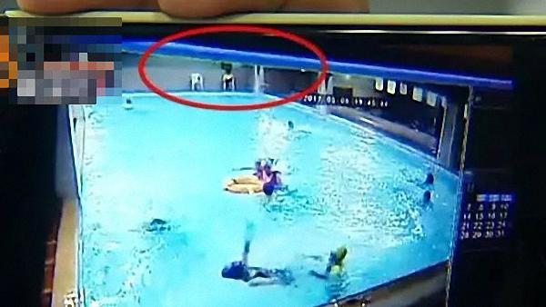 女生游泳课溺亡没人救?校方:谣言!救24小时花十几万
