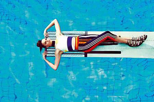 女生游泳课溺亡没人救?如何自救你要学会这一招