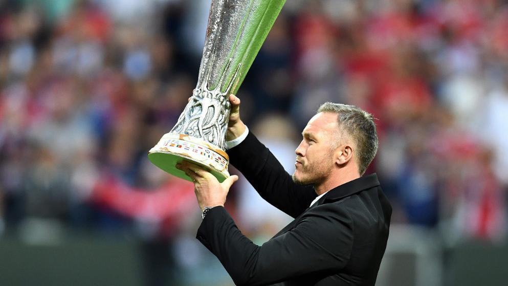 图片报:拜仁2001年欧冠夺冠功臣现在的生活