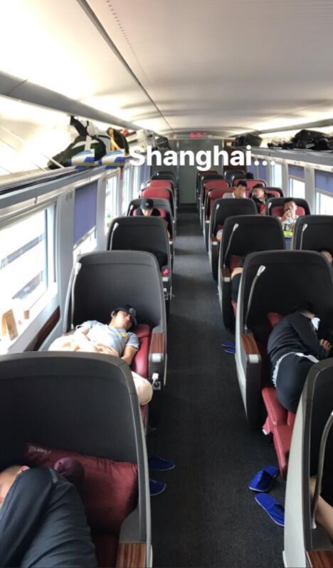 兵发上海客战上港!卡纳瓦罗旅途偷拍弟子睡觉搞怪