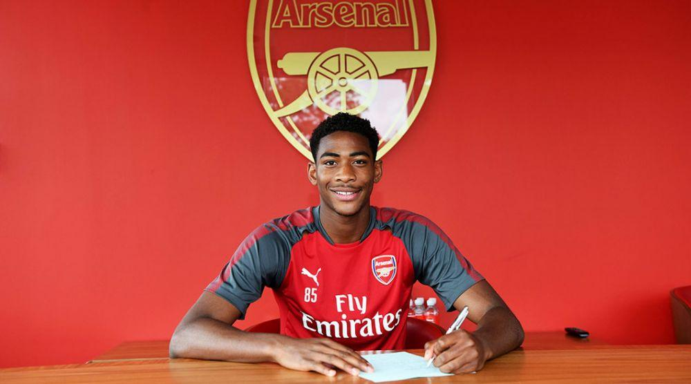 官方:阿森纳同17岁后防新星签订职业合同