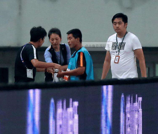 """闹剧还在持续:津媒称上港""""毛巾门""""指责毫无依据"""
