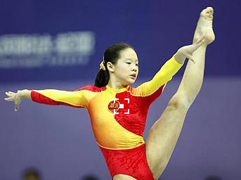 """前体操冠军程菲近照曝光肥成大妈 """"冰王子""""发福后居然与她撞脸"""
