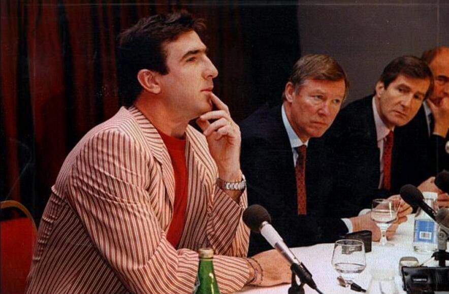前曼联主席:曾险些解雇弗格森,签下坎通纳是妙笔