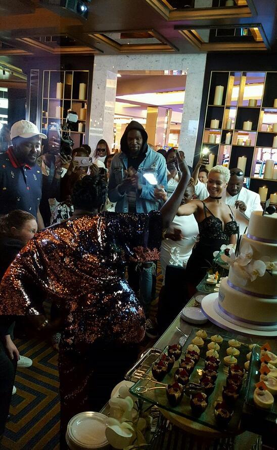 杜兰特花重金包场邀请名流 为母亲庆祝50岁生日