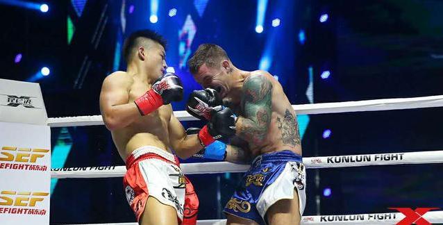 中国拳王47秒KO法国拳手    打断其腿伤势严重被送往医院