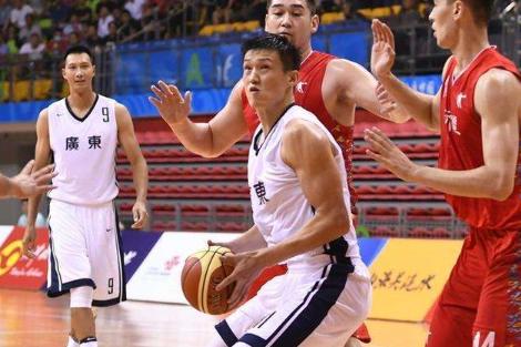 21岁男篮新星15+6 他已是广东第3大巨头?