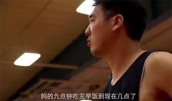 为等午饭耍大牌?中国球员美国训练营拒绝训练 还要砸人摄像机!